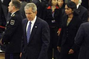 Μπους και Κοντολίζα στη σύνοδο του ΝΑΤΟ στο Βουκουρέστι
